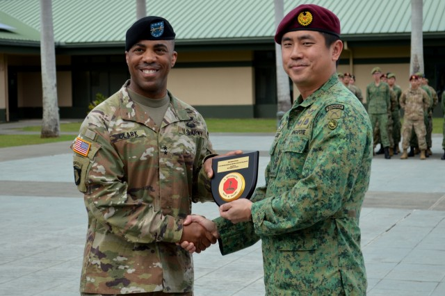 Col. Leung Shing Tai (right), commander, 6th Division, Singapore Army, presents a gift to Maj. Gen. Ronald P. Clark, commander, 25th Infantry Division, during the closing ceremony for Tiger Balm 18 at the 298th Regiment, Multi-Functional Training Unit (MFTU), Regional Training Institute (RTI), Waimanalo, Hawaii, on May 26, 2018. Tiger Balm is an annual bilateral military exercise designed to enhance the professional relationship, combat readiness, and interoperability between the US and Singapore, and fulfill and demonstrate regional security partnership and resolve. (U.S. Army photo by Staff Sgt. Armando R. Limon, 3rd Brigade Combat Team, 25th Infantry Division)