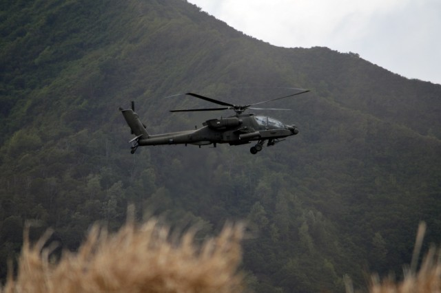 A U.S. Army AH-64 Apache assigned to the 25th Combat Aviation Brigade, 25th Infantry Division, hovers to provide support during a live fire exercise for Tiger Balm 18 at Schofield Barracks, Hawaii, on May 23, 2018. Tiger Balm was a bilateral exercise held yearly between the U.S. and Singapore armies. (U.S. Army photo by Staff Sgt. Armando R. Limon)