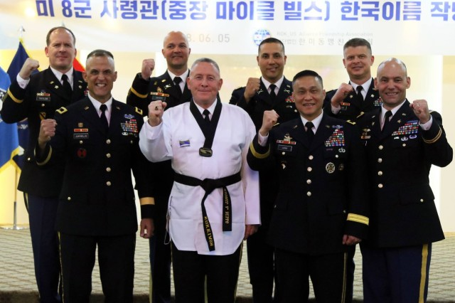 Lt. Gen. Michael A. Bills, Eighth Army commanding general and leaders of Eighth Army take a group photo after the ceremony at the Army Convention Center, Yongsan, South Korea, June 5.