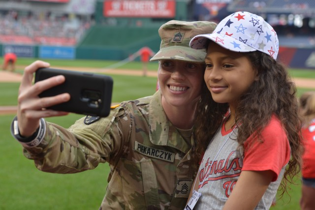 Sgt. 1st Class Stephanie Piekarczyk poses with her daughter, Savannah Moody before the Nationals 2-0 San Francisco Giants June 10, 2018.
