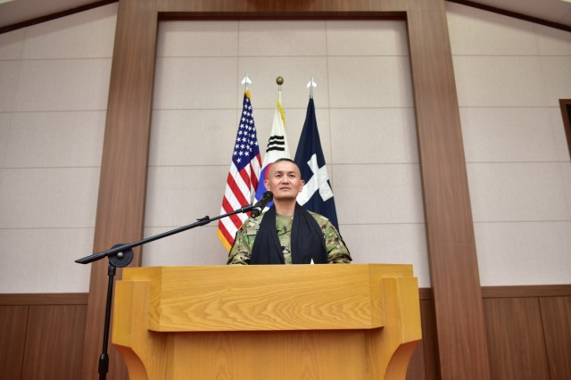 CAMP RED CLOUD, Republic of Korea - Chaplain (Lt. Col.) Hyeonjoong Kim, 2nd Infantry Division ROK-U.S. Combined Division command chaplain addresses Warrior Division Soldiers during the Change of Stole Ceremony held at the Warrior Chapel June 21. (U.S. Army photo by Mr. Pak Chin U 2ID/ RUCD Public Affairs)