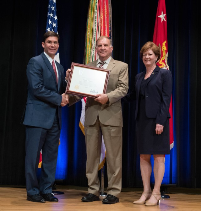 Former contracting center director receives Presidential Rank status