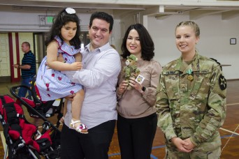 Army National Guard medics receive medals for heroically saving child's life