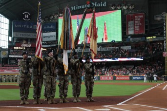 Extra innings: 100 Soldiers re-enlist at Astros game