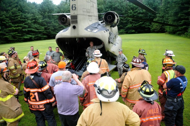 U.S. Army Lt. Col. Daniel Schwartz, flight surgeon for the 28th Expeditionary Combat Aviation Brigade, speaks with first responders from Dauphin and Schuylkill counties out the back of a CH-47 Chinook helicopter at Wiconisco, Pa., July 21, 2018.