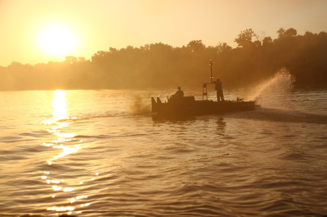 A MK2 bridge erection boat from the 2061st Multi-Role Bridge Company maneuvers through the Arkansas River during River Assault 2018 near Fort Smith, Ark., July 25, 2018. The Kentucky Guardsmen participated with Army Reserve, active duty Army and Marine Corps units for the annual engineer exercise.