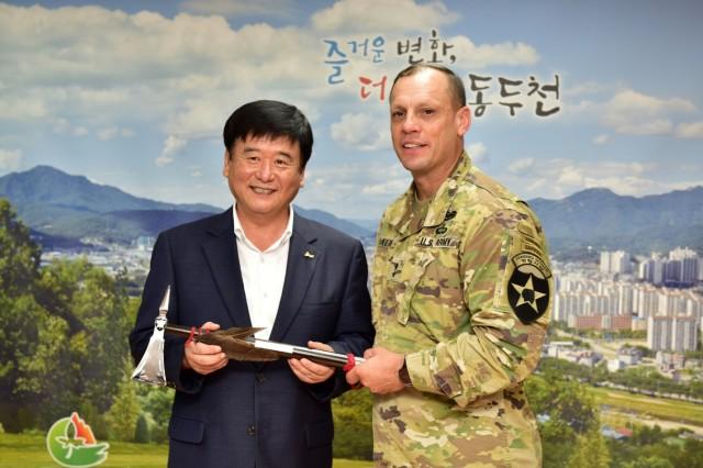 Warrior Leaders meet with Dongducheon City Mayor