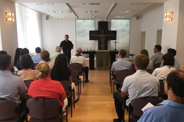 Chaplain (Lt. Col.) Suk Kim preaches to the German student congregation in English during a recent visit to the Bundeswehr language school in Ellwangen. (Photo courtesy of Bundessprachenamt)