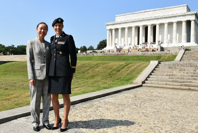 1st Medical Recruiting Battalion Executive Officer Congratulates Army Doctor