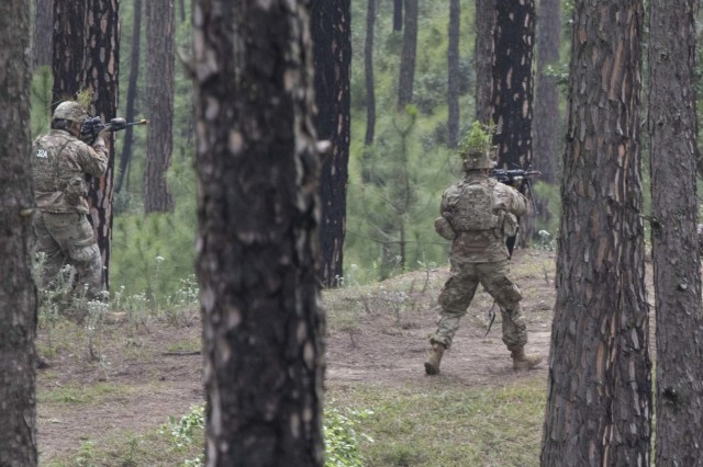 US and Indian soldiers share battle drills, techniques