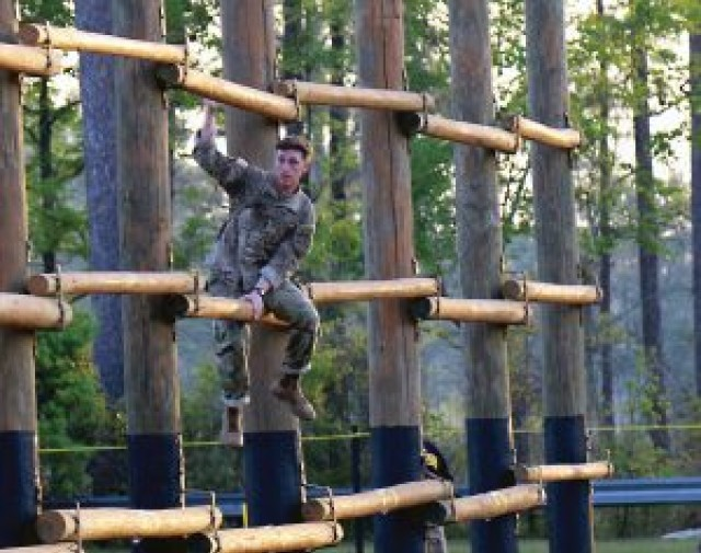 Best Ranger Competition — Division Soldiers head south for annual race