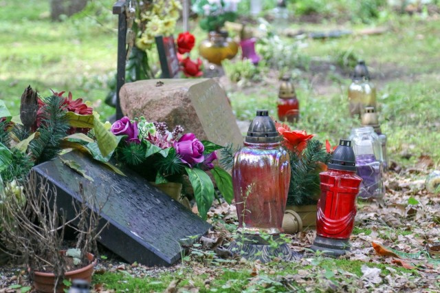 A grave site at the Barbaka forest memorial is adorned with left-behinds by visitors. This site remembers those whom were victims of NAZI atrocities and buried in mass graves in Barbarka forest in the Barbary sector of Torun, Poland during WWII. Annually, this memorial takes place to perhaps help survivors and relatives find some peace while vowing to never again allow such heinous acts as these to occur. Soldiers from 1st Battalion 82nd Field Artillery Regiment, 1st Armored Brigade Combat Team, 1st Cavalry Division were the first American Soldiers to participate in this annual event.