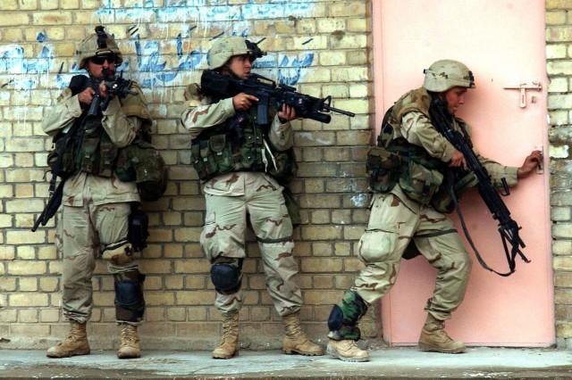 Members of Task Force 2-7 prepare to enter a building in Fallujah on Nov. 9, 2004. (Photo by Sgt. 1st Class Johancharles Van Boers/U.S. Army)