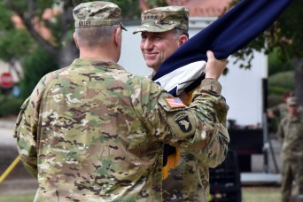 Abrams relinquishes command of FORSCOM