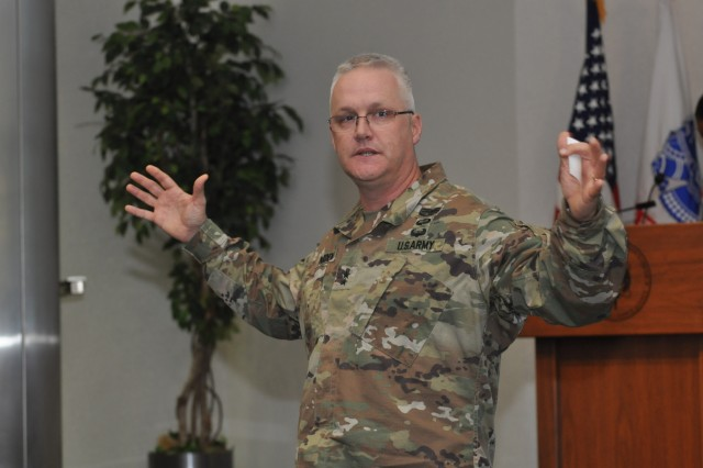 Army Contracting Commander Maj. Gen. Paul Pardew addresses the workforce during a town hall Nov. 8, 2018. Fiscal 2019 will be Pardew's first full fiscal year as ACC's commander. (U.S. Army photo by Ed Worley)