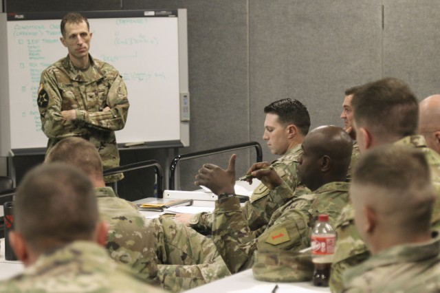 DIVARTY hosts fires course for maneuver commanders