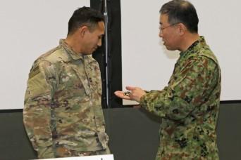 Commanding Generals recognize outstanding Soldiers at Yama Sakura 75