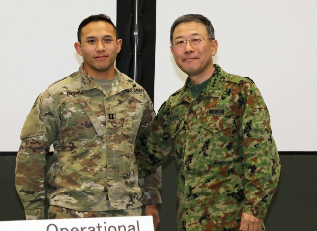 Commanding Generals recognize outstanding Soldiers at Yama Salura 75