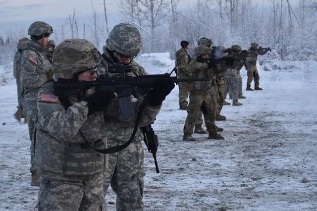 Lieutenants for 1-5 Infantry Battalion Bobcats conduct close quarters marksmanship training as part of their Lieutenants Academy Training.
