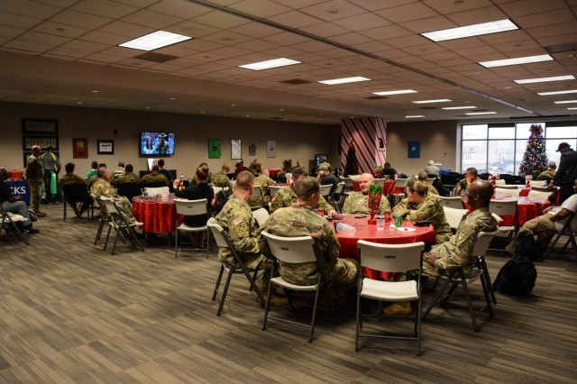 ATLANTA (Dec. 21, 2018) -- Leaders and Soldiers of 2nd Battalion, 19th Infantry Regiment, and 1st Battalion, 46th Infantry Regiment, conduct Holiday Block Leave airport operations Dec. 19 and 20 from Fort Benning, Georgia, to the Hartsfield-Jackson Atlanta International Airport. The annual event marks the time when students and trainees depart schools and training centers in mid-December to spend the holidays with their Families and friends. (U.S. Army photos by Megan Garcia, Fort Benning Maneuver Center of Excellence Public Affairs)