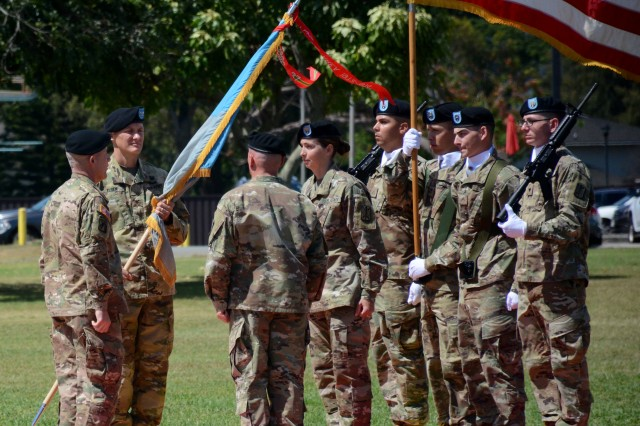 Col. David P. Elsen assumes command of the 500th Military Intelligence Brigade-Theater (MIB-T) during a change of command ceremony on Weyand Field, Schofield Barracks, Hawaii, Jul. 12, 2018.