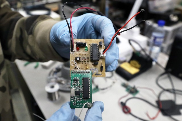 Shown is an RFT2 device which consists of a CWC-11 A/0 receiver module with a custom switching circuit. The RFT2 functions as a receiver and switch of IED's initiators.