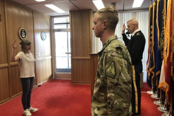 Idaho recruiting commander enlists daughter in Guard