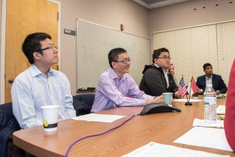 Singaporean faculty delegation visits laboratory