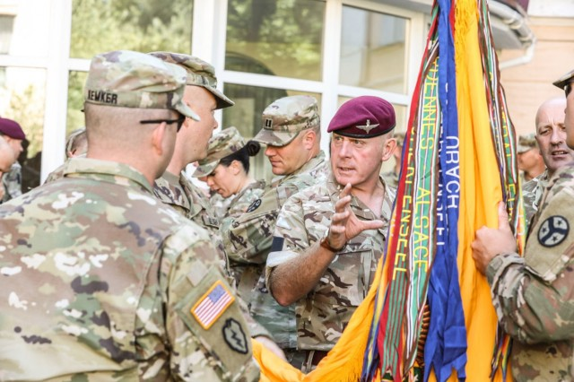 Multinational Soldiers talk with Tennessee National Guardsmen in Kyiv, Aug. 22.