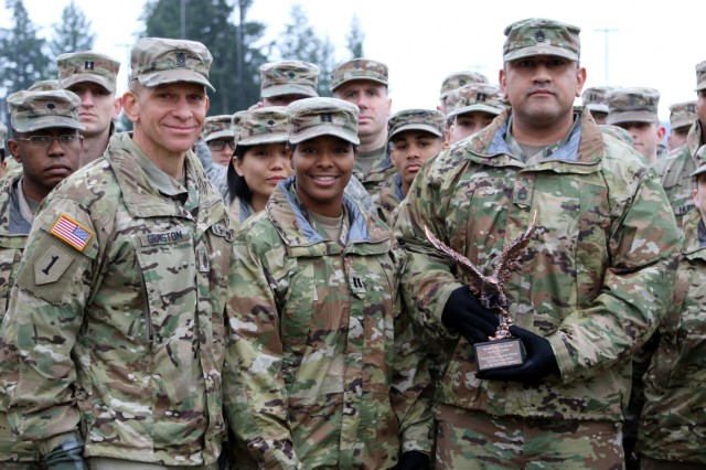 FORSCOM Eagle Award presented to 42nd MP Bde unit