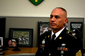 Army recruiter runs towards gunfire, saves mall shooting victims