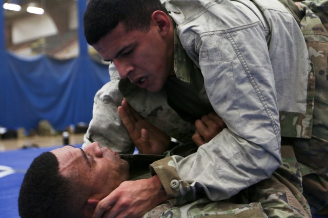 Spartans learn Army Combatives