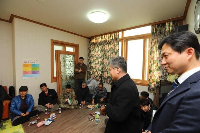PYEONGTAEK, Republic of Korea - Mr. Hwang, Seon Hyung, chief, U.S-Korea Cooperation Department of Pyeongtaek City (second, standing from the right) expresses his gratitude to the 2nd Infantry Division/ROK-U.S. Combined Division members for the gifts and visit, Feb. 12, at the Song Hwa Senior Community Center. The Good Neighbor Program aims to promote friendship, trust, and mutual understanding between USFK service members and the Republic of Korea citizens through volunteer service and activities. (U.S. Army photo by KATUSA Cpl. Park, Seung Ho, 2ID/RUCD Public Affairs)