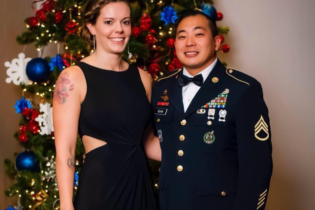 Staff Sgt. Sean Oliva with his wife, Jamie, at a recruiter training conference. The father of two recently helped police arrest four suspected shoplifters while he shopped at a local mall with his 10-month-old daughter in Edina, Minn.