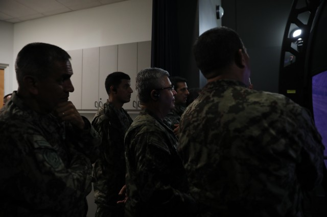 Army South Welcomes Peruvian Gen.