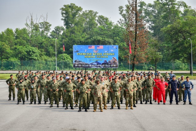 Members of the Malaysian Armed Forces and the US military pose for a photo after the opening ceremony of Exercise Keris Strike, March 11, 2019. Keris Strike is a joint bilateral exercise hosted by the Malaysia Armed Forces 4th Division held March 11-15, 2019 near Kuala Lumpur, Malaysia. The exercise consisted of a series of subject matter expert exchanges (SMEE) designed to develop the capacity to quickly respond to crisis with greater interoperability, increase mission effectiveness and develop unity of action within the joint U.S. and Malaysia Armed Forces. (U.S. Army National Guard photo by Sgt. 1st Class Jason Kriess)