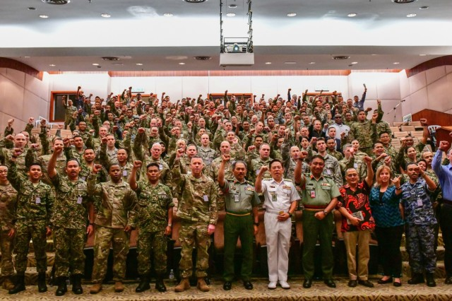 Members of the Malaysia Armed Forces and the U.S. military pose for a photo following the opening ceremony of Exercise Bersama Warrior, March 6, 2019 in Kuala Lumpur. Bersama Warrior is a joint bilateral exercise between the Malaysian Armed Forces and the United States Army Pacific (USARPAC). The exercise focuses on planning and conducting joint and coalition peace enforcement operations and is held in Kuala Lumpur from March 7-15, 2019. (U.S. Army National Guard photo by Sgt. 1st Class Jason Kriess)