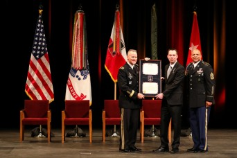 Soldier receives Army's second-highest military award for heroic actions