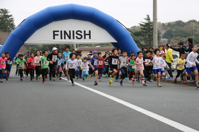 Youth runners sprint from the start line during a 3K run held March 30 during Camp Zama's annual Cherry Blossom Festival. The open-post event drew more than 11,000 visitors. (U.S Army photo by Noriko Kudo)