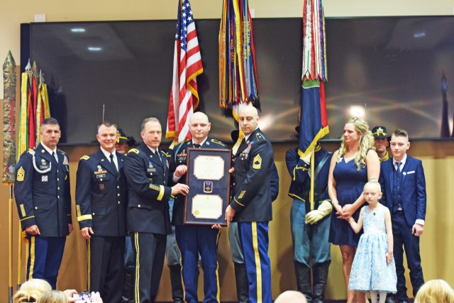 Former 'Big Red One Soldier receives Distinguished Service Cross