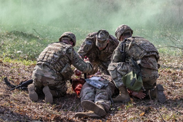 278th ACR Soldiers perform medical tasks during the Spur Ride event held at the Yavoriv Combat Training Center, Ukraine, April 6.