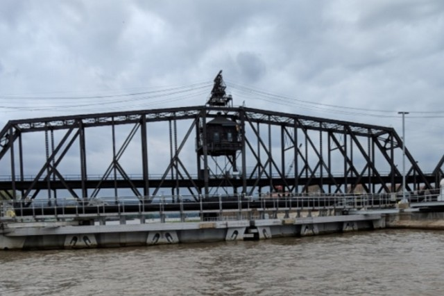 The swing span on the Government Bridge can rotate a full 360 degrees.