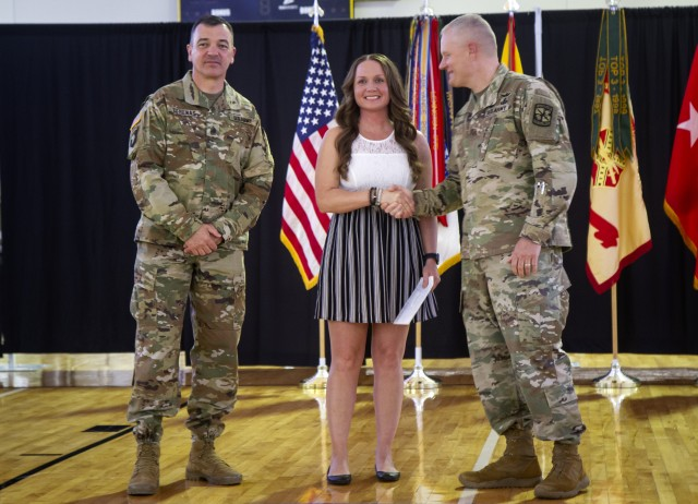 1st TSC Soldier Named Fort Knox Outstanding Military Volunteer of the Year