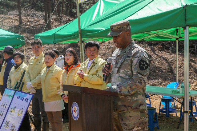 Arbor Day: U.S. Soldiers and DDC Citizens cultivate friendships
