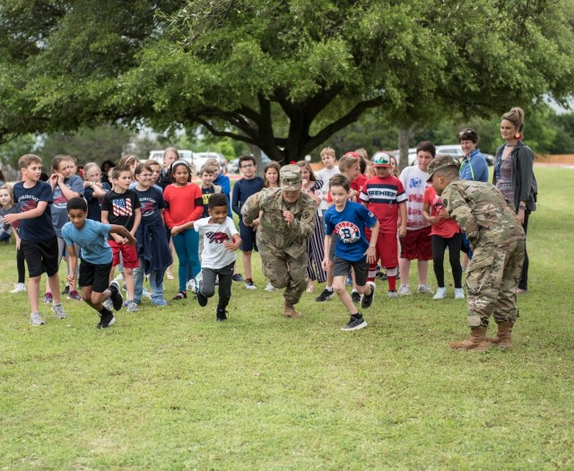 Students, Soldiers help celebrate Old Glory