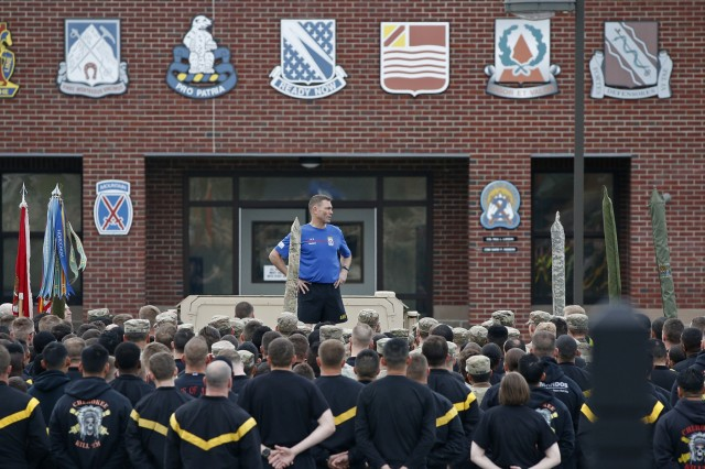 Maj. Gen. Brian Mennes, 10th Mountain Division commander, spent a morning with Soldiers of 2nd Brigade Combat Team, 10th MTN, May 9, 2019, at Fort Drum, New York. Mennes joined Soldiers of 2nd Battalion, 15th Field Artillery Regiment for physical training, and introduced himself to Soldiers from the Commando brigades rear elements, Task Force Honor and Task Force Hale,  during a formation. Commando leaders then met with Mennes to discuss his goals for comprehensive Soldier fitness as the new division commander. (U.S. Army photo by Staff Sgt. Paige Behringer)