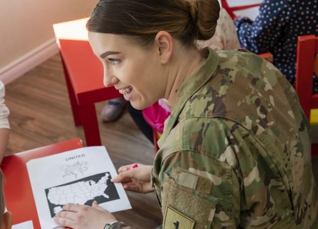 1st Brigade Soldiers Visit Bilingual Kindergarten