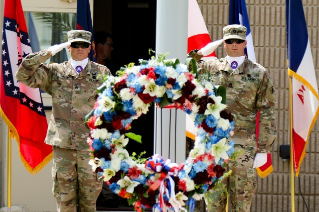 A Memorial Day service was held at Camp Arifjan, Kuwait, May 27, 2019. (U.S. Army National Guard photo by Staff Sgt. Veronica McNabb)