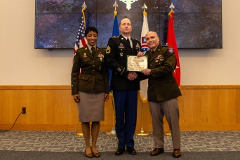Army recruiter receives Distinguished Service Cross