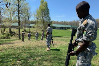 Djiboutian and Kentucky officer candidates train together